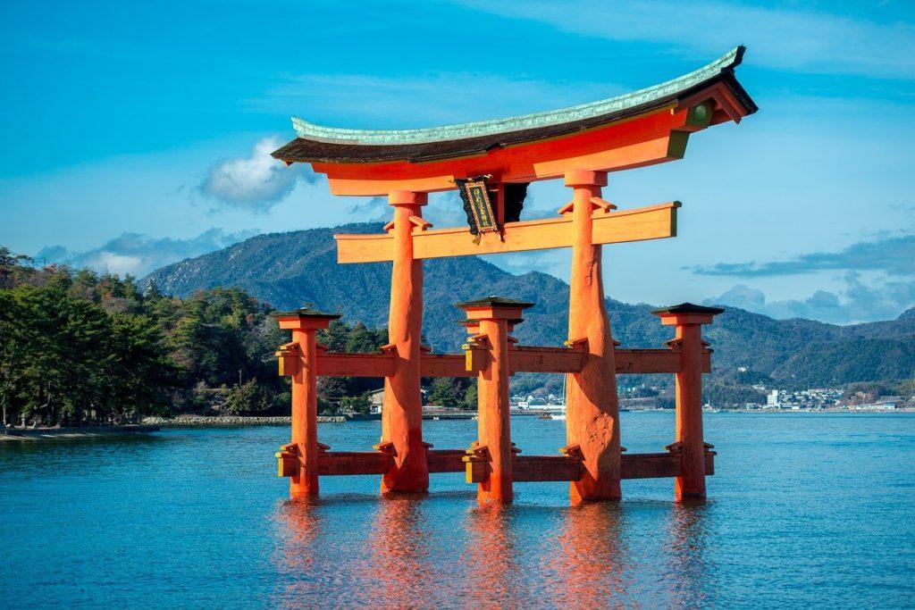 floating gates of Miyajima